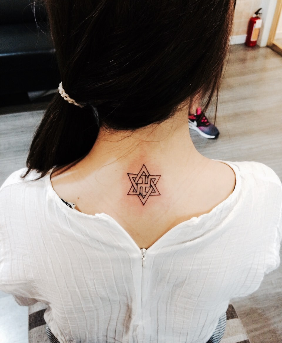 许多明星大咖也常常选择它作为自己的纹身图案选择,比如康熙来了的
