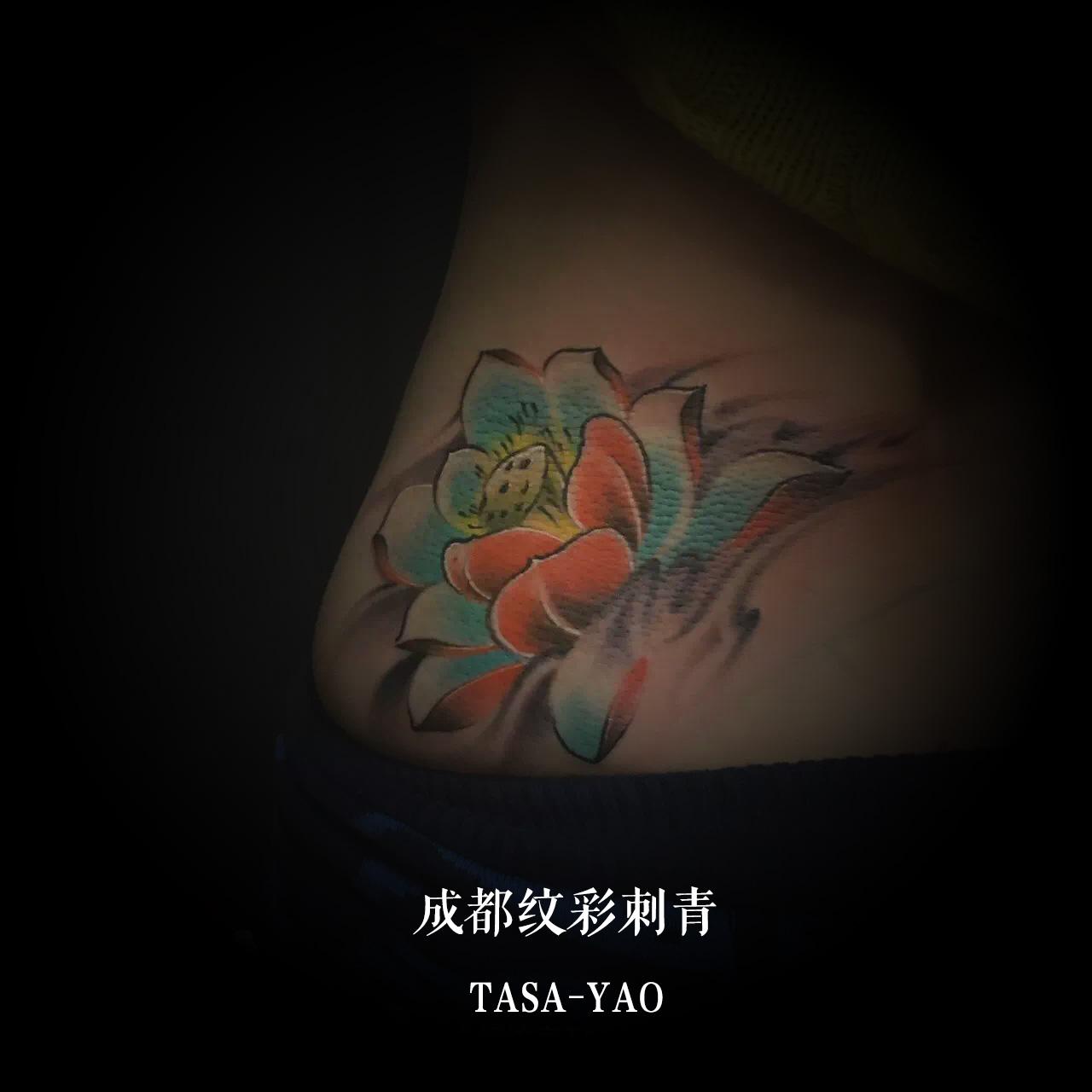 遮盖疤痕的莲花纹身图案