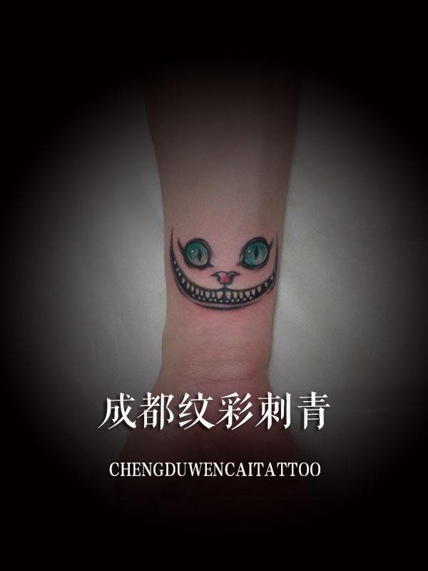 成都驻唱歌手罗先生小臂上的恶魔纹身图案图片