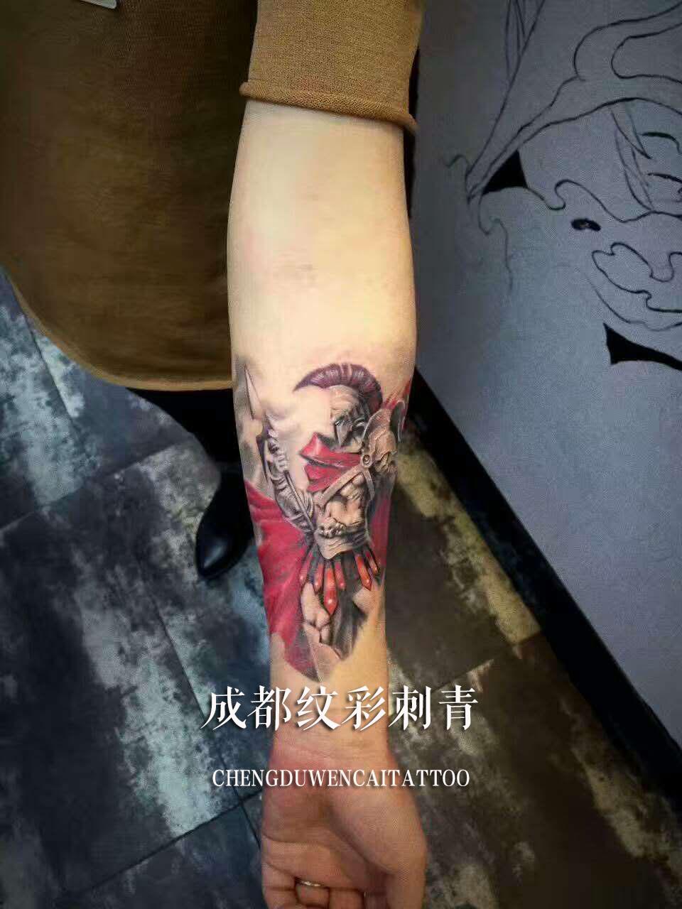 成都方先生小臂上的斯巴达勇士写实纹身图案