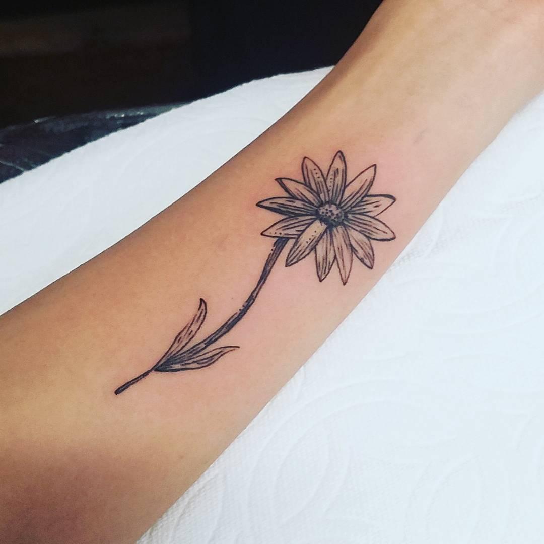 昝先生小臂太阳花纹身图案