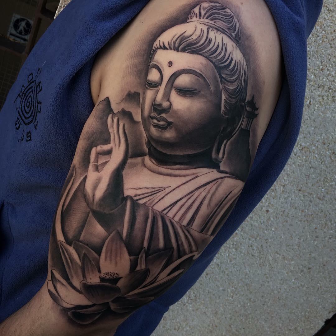 大臂写实佛像纹身图案