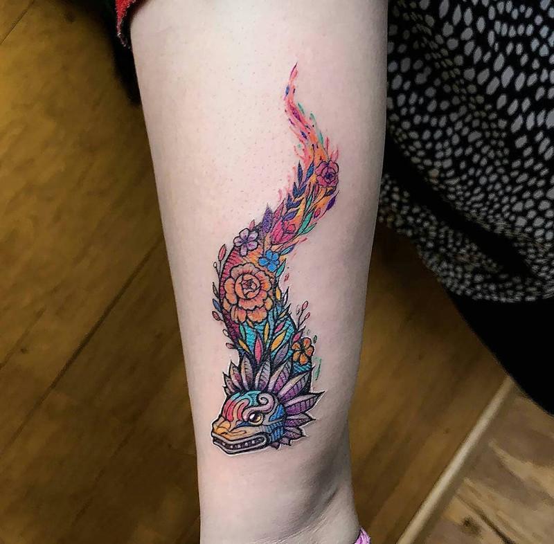 小臂彩色龙纹身图案