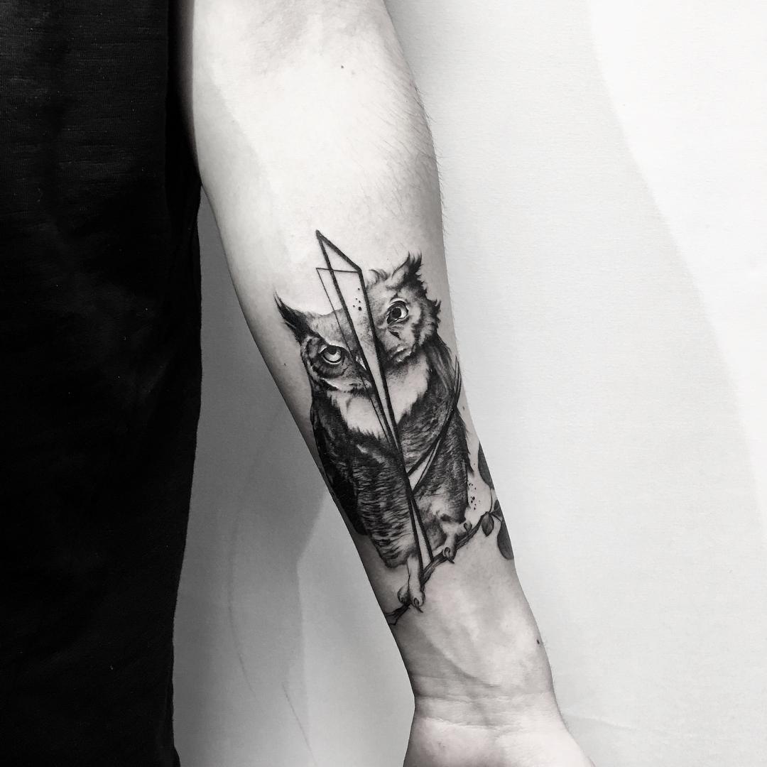小臂黑灰猫头鹰纹身图案