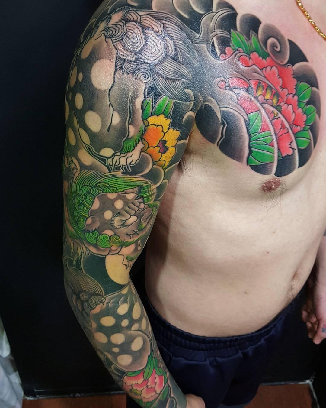 半胛传统牡丹麒麟纹身图案