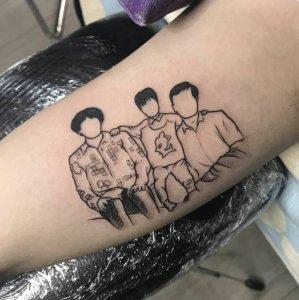 大臂幸福的一家三口简笔画纹身图案